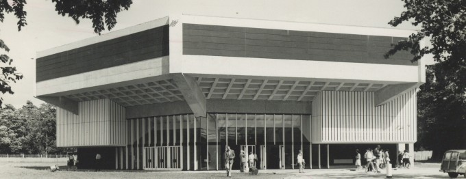 Photograph Exterior building - Photographer unknown - 1964