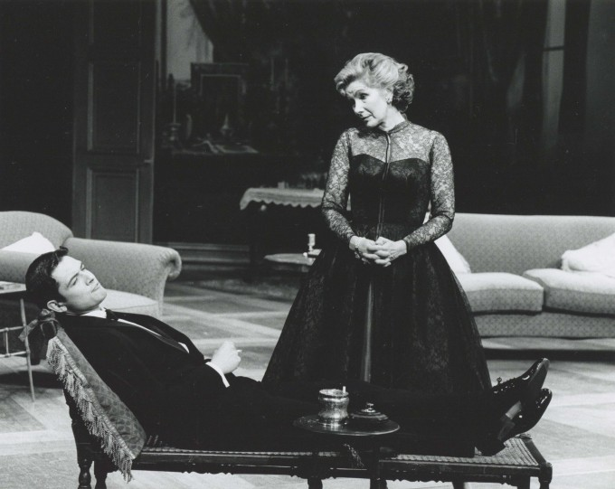 Production photograph - Relative Values - 1993 - Susan Hampshire - Photographer John Timbers - H20xW25cm