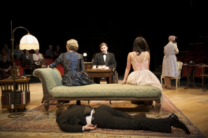 production-photograph-the-real-inspector-hound-company-photographer-manuel-harlan-2010