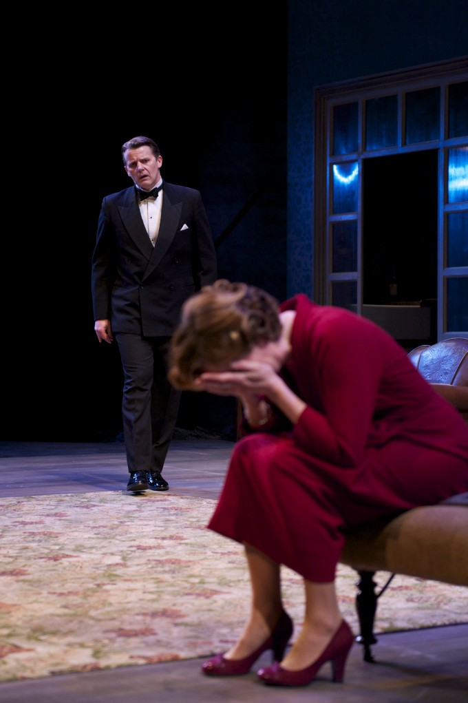 Production photograph - The Deep Blue Sea - Anthony Calf - Photographer Manuel Harlan - 2011 - (3)