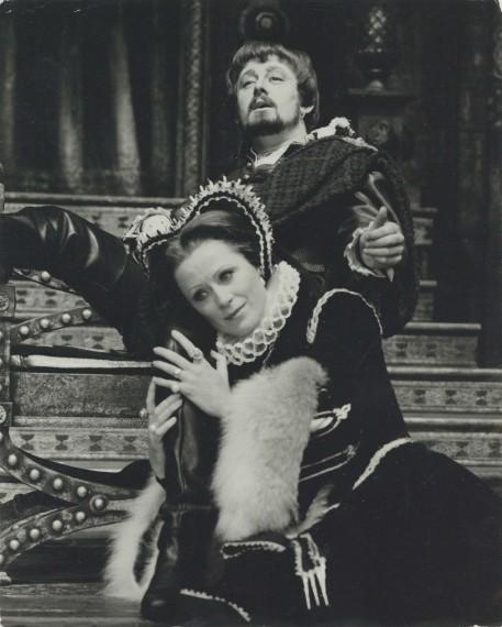 Production photograph - Vivat! Vivat Regina! - photographer John Timbers - 1970 - H20xW23cm