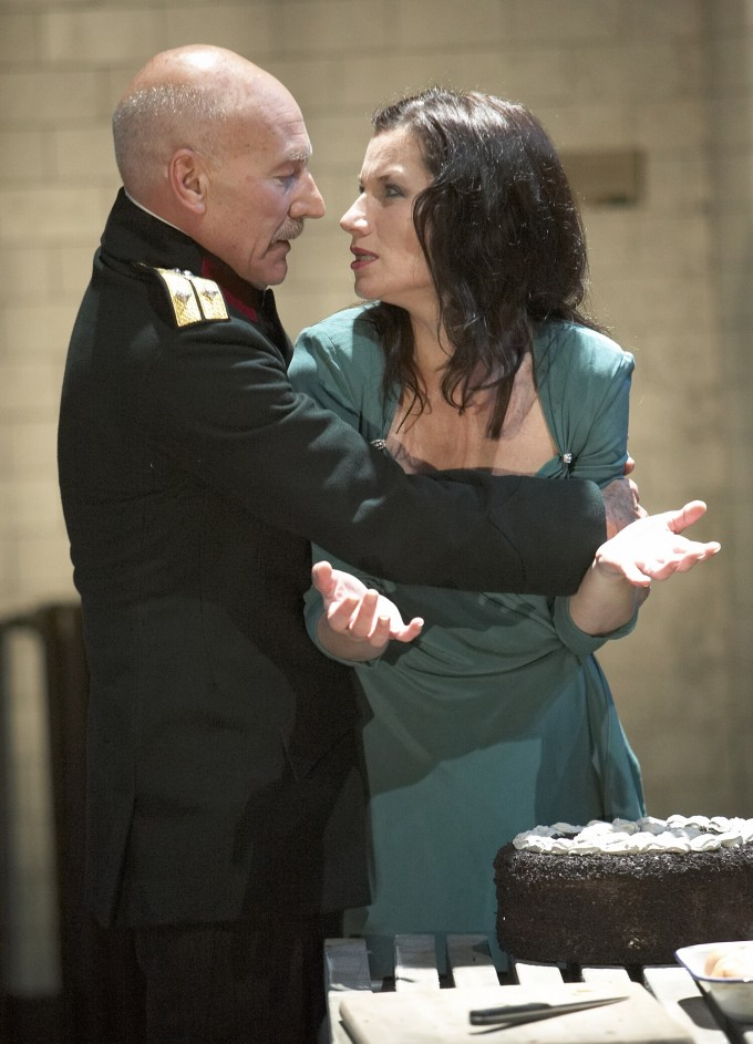 Production photograph - Macbeth - Patrick Stewart, Kate Fleetwood - photographer Alastair Muir - 2007