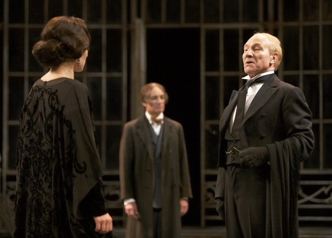 Production photograph - Twelfth Night - Kate Fleetwood, Michael Feast, Patrick Stewart - Photographer Manuel Harlan - 2007