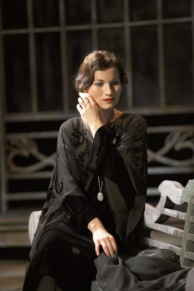 Production photograph - Twelfth Night - Kate Fleetwood - Photographer Manuel Harlan - 2007