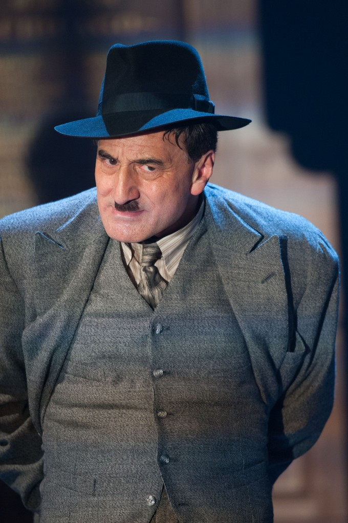 Production photograph - The Resistible Rise of Arturo Ui - Henry Goodman - Photographer Manuel Harlan - 2012 - 3 of 3